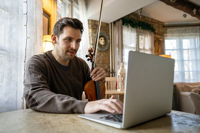 The 7 Best Online Violin Lessons and Courses in 2021 (Free and Paid)